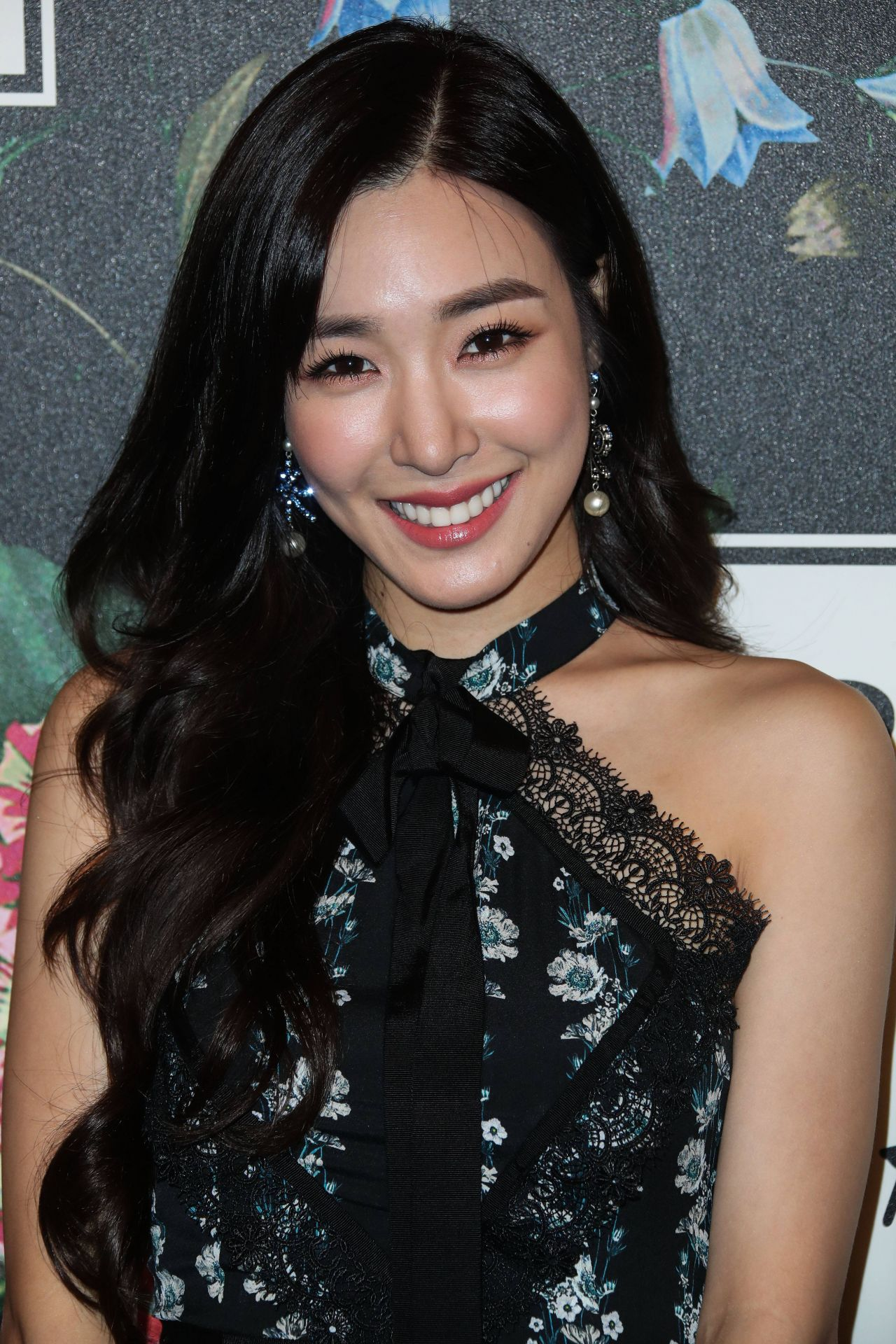 16b7c43536ba7 ... 24-Oct-2017 10:13 163K tiffany-hwang-erdem-x-h-m-launch-event-in-la-5.jpg  24-Oct-2017 10:13 113K tiffany-hwang-erdem-x-h-m-launch-event-in-la-6.jpg  ...