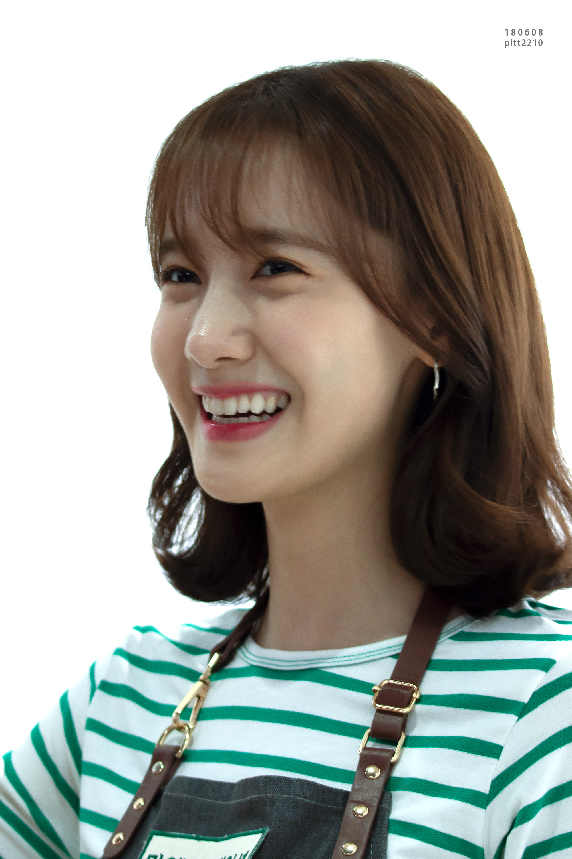 Yoona – 180608 Innisfree My Foundation To Go Bar