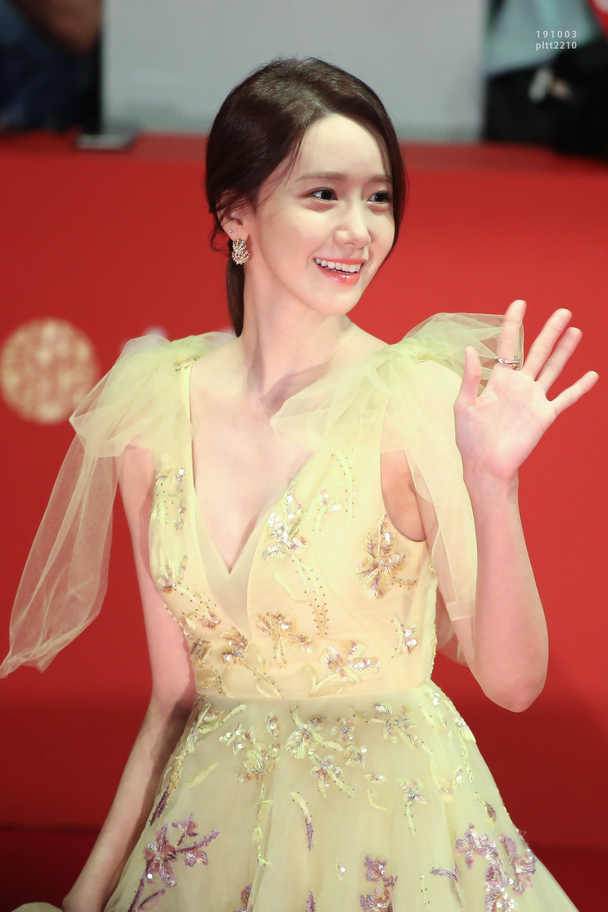 Yoona – 191003 Busan International Film Festival Red Carpet